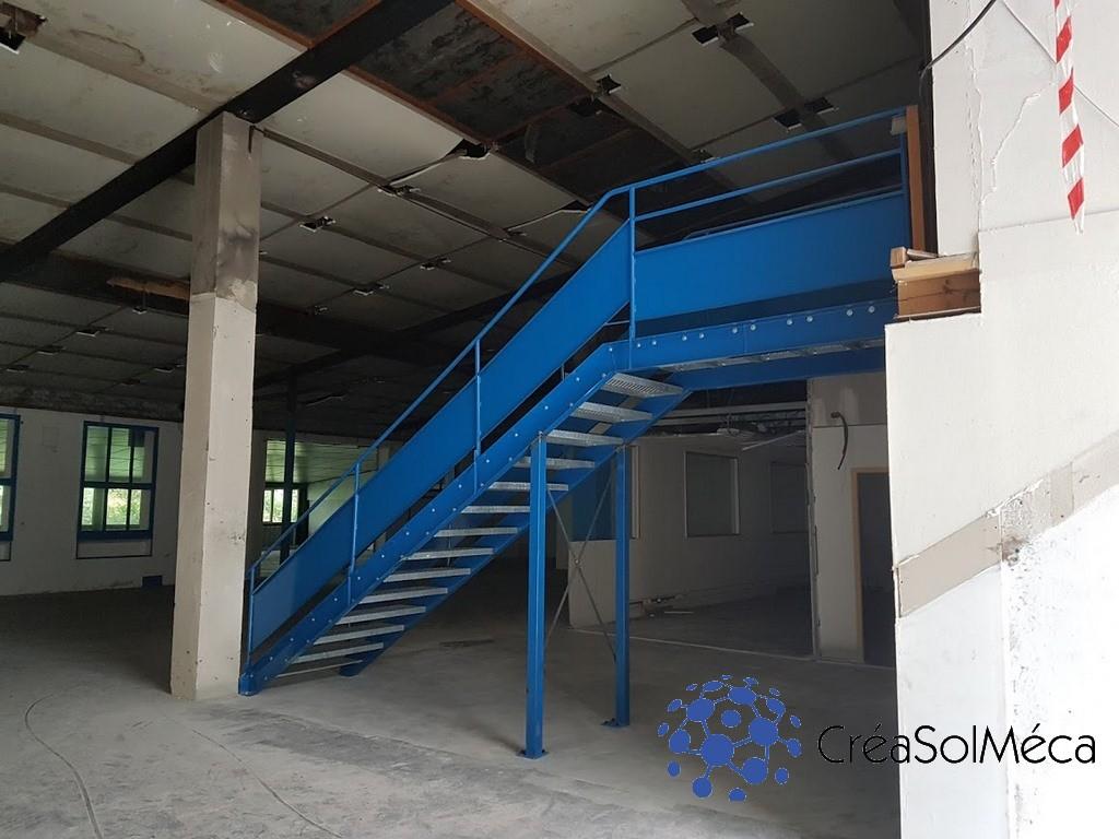 réalisation et pose d'un escalier industriel dans le cadre d'une rénovation de bâtiment